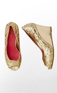 Add a little sparkle to your step with the Resort Chic Wedge Glitter #holidayentertaining