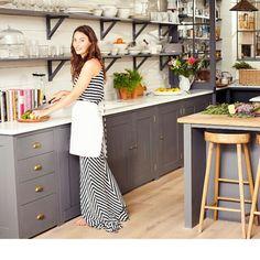 Love the open shelves. Via IG @Ella Woodward Home Decor Kitchen, Interior Design Kitchen, Kitchen Ideas, Raw Food Recipes, Open Shelving, Grey Kitchens, Home Kitchens, Deliciously Ella, Little Houses