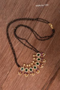Gold Mangalsutra Designs, Gold Earrings Designs, Gold Jewellery Design, Indian Jewelry Sets, Indian Wedding Jewelry, Gold Jewelry Simple, Jewelry Patterns, Beaded Jewelry, Profile