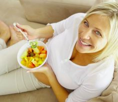 10 Easy Snacks for Diabetes Having diabetes means you need to eat at regular intervals to keep your blood sugar in check. Try including these quick-and-easy snacks in your healthy type 2 diabetes diet. Diabetic Snacks, Healthy Snacks For Diabetics, Easy Snacks, Healthy Food, Diabetic Recipes, Healthy Habits, Porc Au Curry, Type 2 Diabetes Diet, Diabetes Food