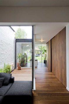 Contemporary Furniture Diy Fun Ideas For 2019 Courtyard Design, Courtyard House, Patio Design, Interior Garden, Home Interior Design, Interior Architecture, Casa Patio, Compact House, Narrow House