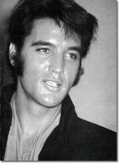 See the latest images for Elvis Presley. Listen to Elvis Presley tracks for free online and get recommendations on similar music. Lisa Marie Presley, Elvis Y Priscilla, Elvis Cd, Graceland, Most Beautiful Man, Gorgeous Men, Beautiful People, Rock And Roll, Elvis Presley Pictures
