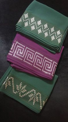 This Pin was discovered by Neb Crochet Borders, Filet Crochet, Embroidery Fashion, Beaded Embroidery, Swedish Embroidery, Swedish Weaving, Beaded Jewelry Patterns, Bargello, Hand Embroidery Designs