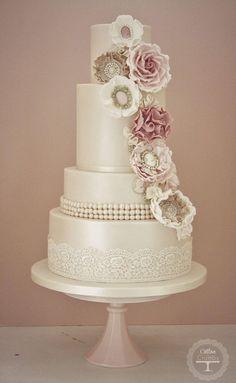 Beautiful vintage cake - cotton & crumbs