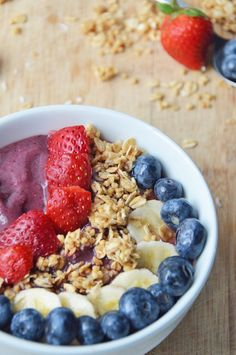 Acai Smoothie Bowl 17 Smoothie Bowls That Are Almost Too Pretty To Eat Vegan Mac And Cheese, Nutritious Breakfast, Breakfast Recipes, Breakfast Ideas, Muffin Recipes, Paleo Recipes, Yummy Smoothies, Smoothie Recipes, Herbalife