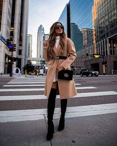 if you are searching for some copy and paste outfit inspiration. Here we come with 19 Stylish Fall Outfits to Copy this Cool Season. Casual Winter Outfits, Winter Fashion Outfits, Classy Outfits, Look Fashion, Stylish Outfits, Fall Outfits, Autumn Fashion, New York Winter Fashion, Fashion Coat