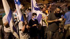 Israele, preghiere in strada per i tre giovani uccisi