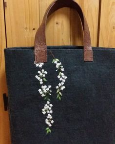 Clothes Crafts, Needle And Thread, Embroidery Designs, Diy And Crafts, Tote Bag, Sewing, Crochet, Floral, Handmade