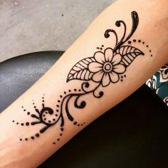 Henna Tattoo Designs Simple, Henna Flower Designs, Latest Henna Designs, Beginner Henna Designs, Mehndi Designs For Fingers, Flower Henna, Beautiful Henna Designs, Designs Mehndi, Tattoo Simple