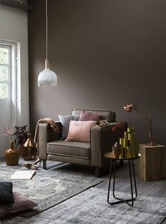 Combination of grey and taupe living room Taupe Living Room, Living Room Colors, Living Room Decor, Dark Brown Walls, Taupe Walls, Rooms Home Decor, Interior Design Living Room, Decoration, Dekoration