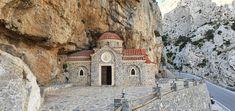 Kreta-Gedenkkirche in der Kourtaliliotis A Schlucht Kirchen, Travelling, Mansions, House Styles, Home Decor, Mosque, Crete, Temples, Decoration Home