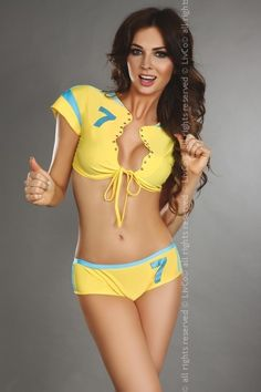 Sexy kostým fotbalistky Eufemia LivCo, který se skládá z kraťasů a bolerka. Bolerko má krátké rukávy a zavazováním v předu.