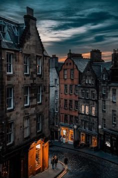 Edinburgh - Architecture and Urban Living - Modern and Historical Buildings - City Planning - Travel Photography Destinations - Amazing Beautiful Places City Aesthetic, Travel Aesthetic, Places To Travel, Places To See, Scary Places, Edinburgh City, England And Scotland, Victoria, City Photography