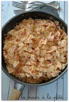 Farfalle crémeuses au poulet (One pot pasta) - Picturre Design Asian Recipes, My Recipes, Dinner Recipes, Healthy Recipes, Ethnic Recipes, Batch Cooking, Easy Cooking, One Pan Pasta, Pasta Pot