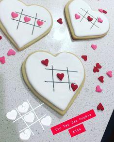 Valentine's Day Sugar Cookies, Sugar Cookie Royal Icing, Fancy Cookies, Cookie Icing, Iced Cookies, Cute Cookies, Cookies Et Biscuits, Heart Cookies, Easter Cookies