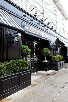Cafe des amis san francisco: plants fırın dükkan, restoran t Café Exterior, Exterior Signage, Design Exterior, Interior And Exterior, Exterior Lighting, Facade Lighting, Black Exterior, Kitchen Interior, Interior Design