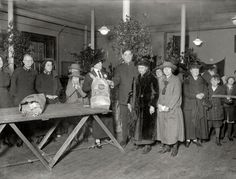 1924, Grace Coolidge distributing food at the Salvation Army