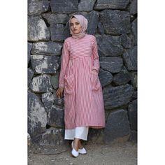 Striped tunic (New) Young Hijab Modest Fashion Hijab, Modern Hijab Fashion, Casual Hijab Outfit, Abaya Fashion, Muslim Fashion, Casual Outfits, Fashion Outfits, Pink Outfits, Modele Hijab