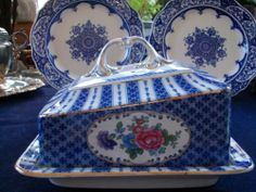 Booths Silicon China Empire C 1916 Covered Cheese Dish Gorgeous RARE Gilt Cheese Dome, Cheese Trays, Cheese Dishes, Blue And White China, Blue China, Butter Cheese, Butter Dish, English Country Style, Country Blue