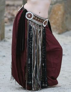 A tutorial on how to make this gorgeous tribal style belly dance belt.