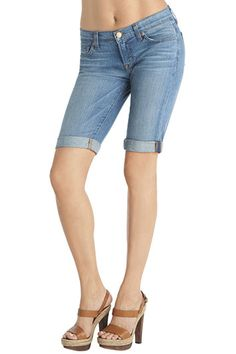 1049 Low-Rise Cuffed Knee Short