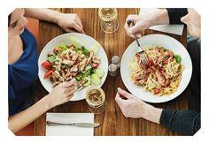 Prepara un pranzo o una cena informale per una persona a te molto cara.