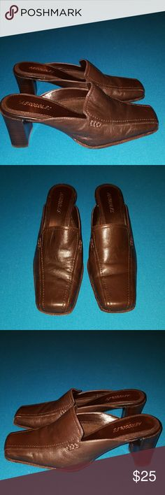 AEROSOLES MULES BROWN LEATHER SHOES WOMENS 8M BROWN LEATHER.  Some signs of wear.  Minor scuffs.  Lots of wear left. AEROSOLES Shoes Mules & Clogs