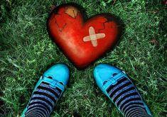 Als de liefde over gaat en je eindigt met een gebroken hart is dat pijnlijk en lijkt het of je er nooit overheen zult komen. Houd vol, het wordt beter.