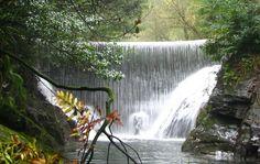 Tendremos la posibilidad de contemplar bellezas naturales como la cascada del arroyo de la Salgueira, 50m. de altur http://blgs.co/-1jky1