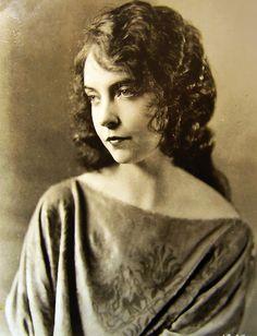 Lillian Gish... a cool actress                                                                                                                                                                                 More