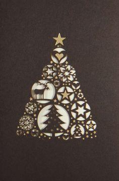 Auch in diesem Scherenschnitt hat sich ein Rentier versteckt. Decorative Bells, Home Decor, Gold Stars, Reindeer, Poinsettia, Papercutting, Xmas Cards, Weihnachten, Interior Design