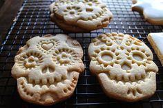 Mil Grageas: Pan de muerto??? No!!!....Galletas de calaveras de azucar, nuevo tutorial