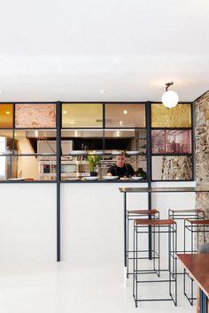 Afrique du sud / Mulberry&Prince : du rose pour un restaurant / Design Bar Restaurant, Hotel Restaurant, Restaurant Interiors, Dark Interiors, Shop Interiors, Rue Verte, Motif Art Deco, Pastel Interior, Counter Design