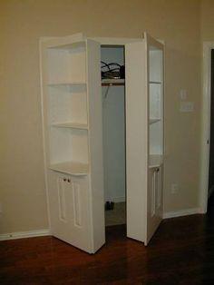 Resultado de imagem para quarto com porta escondida