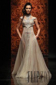 Randa Salamoun Fall-winter 2010-2011 - Couture - http://www.flip-zone.net/fashion/couture-1/independant-designers/randa-salamoun-2059