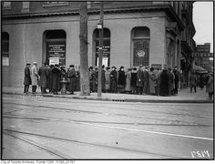 N/E corner of Queen and Bathurst in 1923 when it was the Home Bank of Canada. This is a Starbucks now.