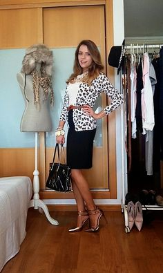 """Day six of the """"essential wardrobe to the test"""" challenge! I hope you like it and thanks for following. Wishing you all a happy week. Love, Raquel.  #LiveLoveLaugh #Challenge #ootd #challengeyourself"""