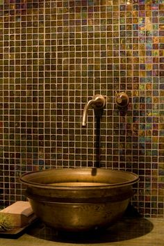 this makes me think about painting the bath cabinets to look like verdigris again the metallic walls Feng Shui, Indoor Outdoor Bathroom, Water Damage Repair, Metal Tub, Brass Bathroom, Wet Rooms, Tile Design, Mosaic Glass, Decoration
