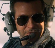 Bradley Cooper wears Ray-Ban Aviator sunglasses with polarised lenses in Aloha.