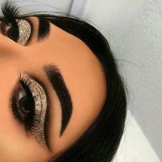Makeup Eye Looks, Eye Makeup Art, Smokey Eye Makeup, Cute Makeup, Eyeshadow Looks, Gorgeous Makeup, Eyeshadow Makeup, Hair Makeup, Silver Eyeshadow