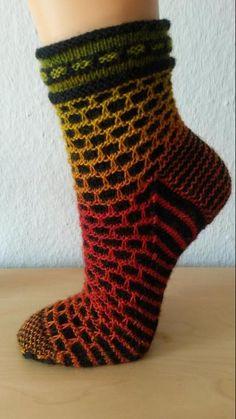 project Knitting Socks, Knitting Stitches, Knitting Patterns, Yoga Socks, Ravelry, Stitch Patterns, Crafty, Creative, Projects