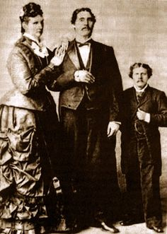 Martin Van Buren Bates and Mrs.Bates (Anna Swan) The Biggest Couple in the World American Civil War, American History, Civil War Photos, Interesting History, Before Us, History Facts, Portraits, World History, Old Photos