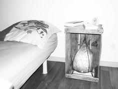 caisse vintage = table de chevet