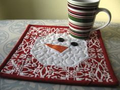 Not So Plain Jane: Snowman Mug Rug Tutorial, Butterfly Quilt Designs And Patterns: Baby Quilts, - Dilinet Christmas Mug Rugs, Christmas Sewing, Noel Christmas, Quilted Christmas Gifts, Christmas Quilting, Small Quilts, Mini Quilts, Mug Rug Patterns, Quilt Patterns