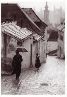 Rainy Past    PhotobyVydarenyIvanBudapest1908.jpg picture by lotus_feet - Photobucket