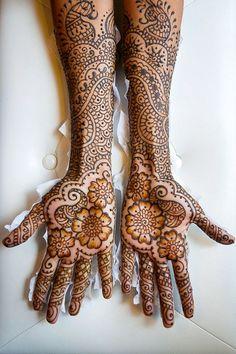 Sikh Goddess - Flower Mehndi Design for arms & hands - http://mehndiyoyo.com/sikh-design-goddess/ - #BeautifulMehndiDesigns, #ElegantMehndiDesign, #MehndiDesignsForBeginners, #Sikh, #SImpleMehndiDesignForLeftHand, #UniqueMehndiDesigns