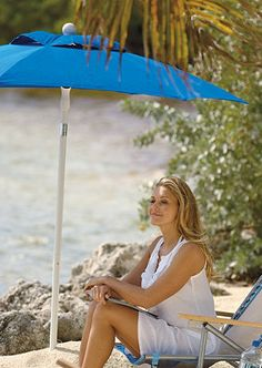 Keep cool, comfortable, and protected until the last rays of sun fade with our portable Palm Beach Umbrella.