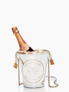 place your bets champagne bucket tote. It's a champagne bucket purse (shown with champagne in it). Unique Purses, Unique Bags, Cute Purses, Purses And Bags, Unique Handbags, Spade Champagne, 0 Bag, Novelty Bags, Novelty Handbags