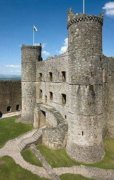 Harlech Castle, is a medieval Gothic castle situated atop a spur of rock close to the Irish Sea,Wales. Built by Edward I between 1882-89. #Castles