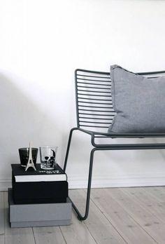 Mooie loungestoel van HAY. Gegalvaniseerd staal en gepowdercoat. Daardoor is de stoel zowel binnen als buiten te gebruiken.